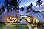 Beachfront villa with eight bedrooms on picturesque Lipa Noi beach
