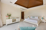 Six Hills 4 Bedroom Villa with Panoramic View of the Gulf of Thailand: Six Hills villa for rent, master bedroom